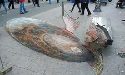 julian giant snail art - 3d pavemen art - pavement art illusion