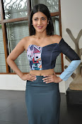 Shruti Haasan latest glam pics-thumbnail-4