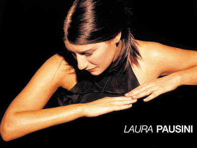 Laura Pausini Sexy Wallpaper