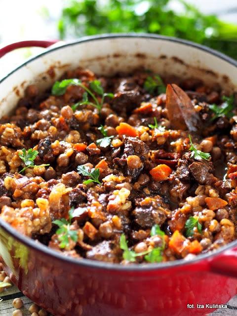 policzki wołowe , obiad , kuchnia żydowska , czulent , ciecierzyca
