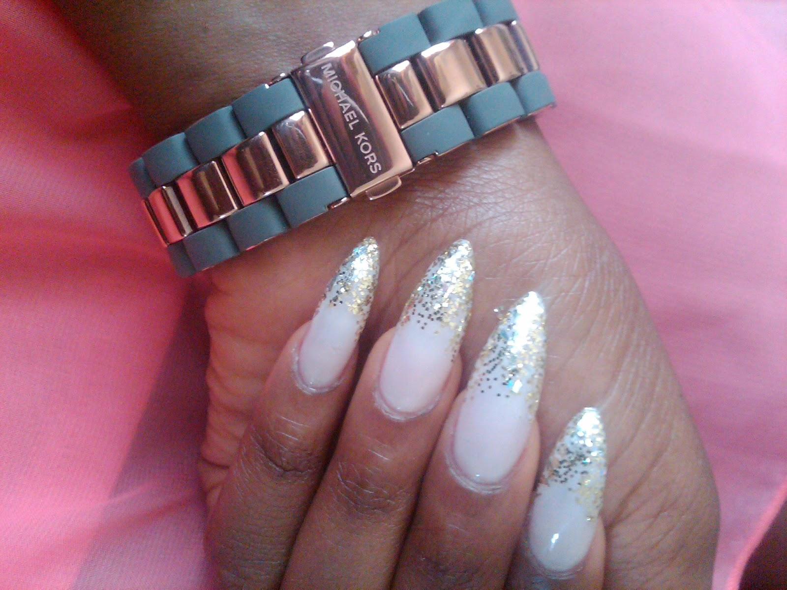 Glitter tip nails - ROMEO\'S FASHON FIX.