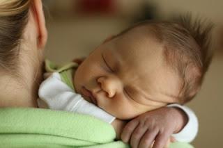 Bebé recién nacido dormido