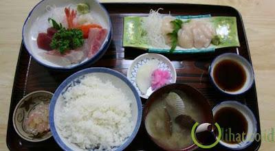 tkp-gila.blogspot.com - 10 Larangan dalam Menggunakan Sumpit di Negara Jepang