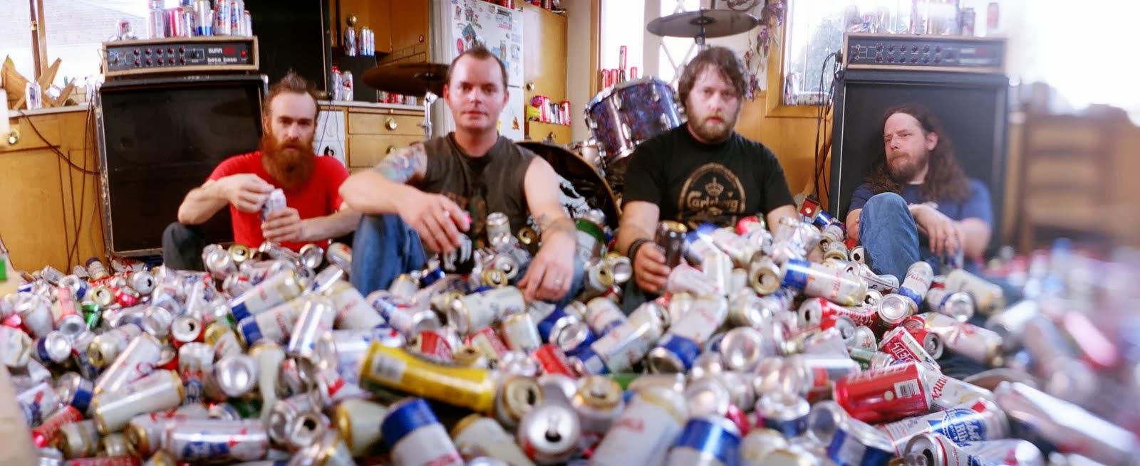 Un millón de latas de cerveza (fotografía: Red Fang).