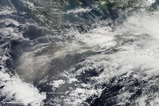 Citra Erupsi Gunung Kelud dari Luar Angkasa