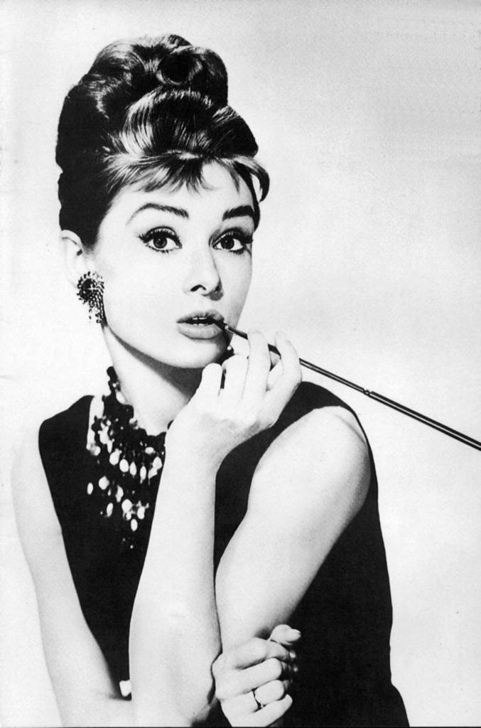 Fashion Square Audrey Hepburn
