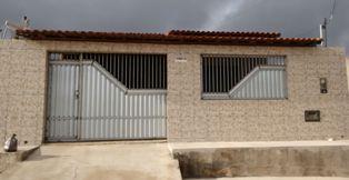 Vende-se uma casa em Mairi-BA