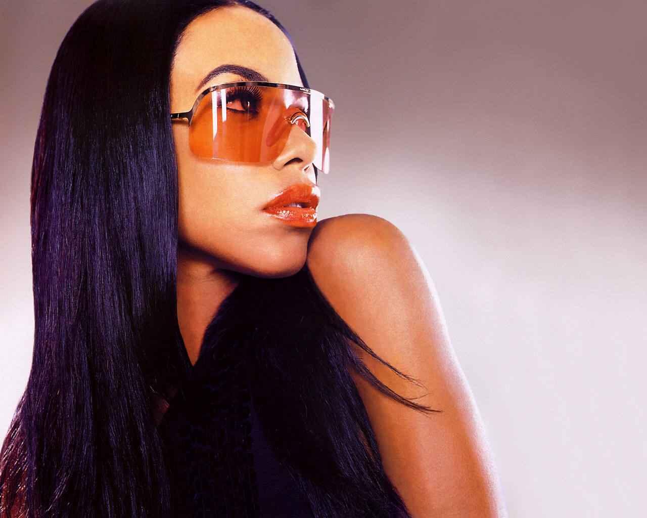 http://4.bp.blogspot.com/-Xy89xYrMbP0/Tlb7mirJ_gI/AAAAAAAABNQ/WPJGQ6blAEU/s1600/Aaliyah_20_1280x1024_International_Star_Singer_Wallpaper.jpg