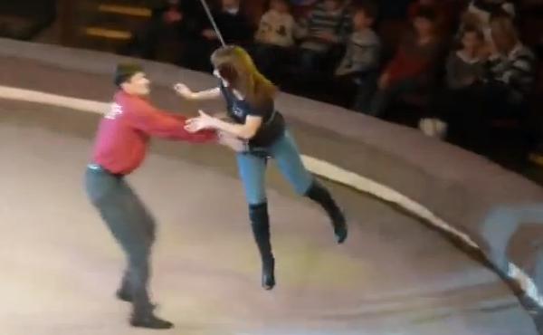 [+Video] Esta pobre mujer jamás volverá al circo