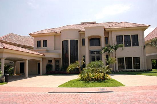 Fachadas de casas modernas y lujosas cocinas modernas for Fachadas de casas modernas en quito