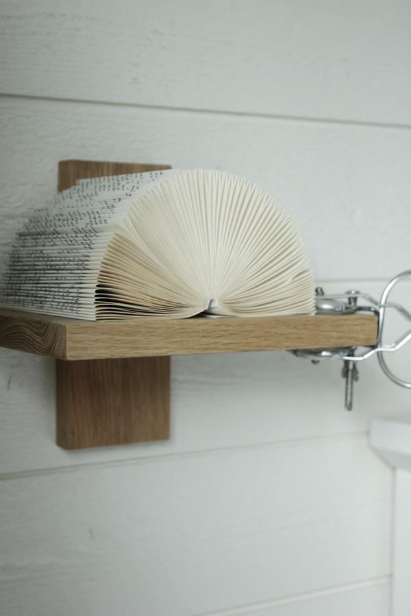 vika en bok, diy vikt bok, hylla i sovrummet, trären hylla