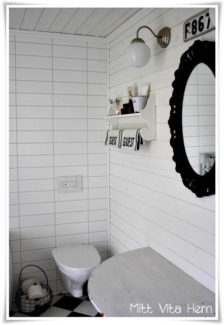 Mitt Vita Hem Hylla i badrummet