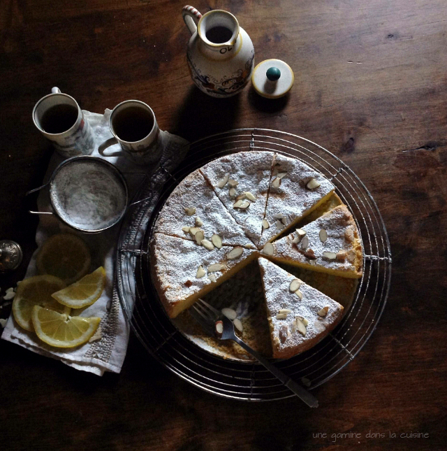 Lemon Lavender Olive Oil Cake | une gamine dans la cuisine