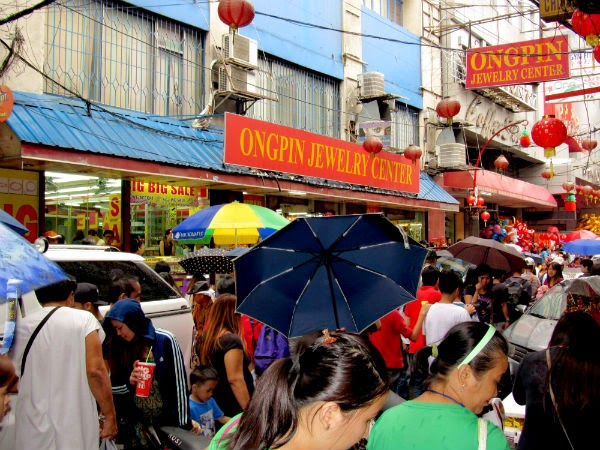 CHINATOWN: Crowd of people walk along Ongpin St.