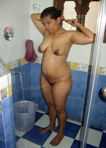 Desi House Wife Nude Bathing Photo