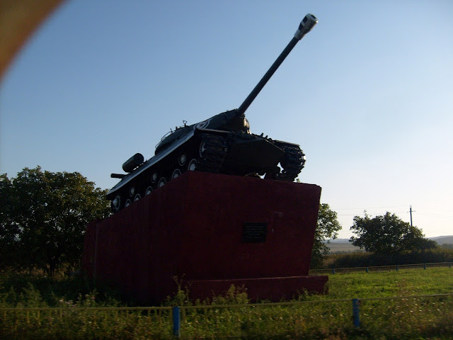 Танк Т-34 на постаменте в Малгобеке