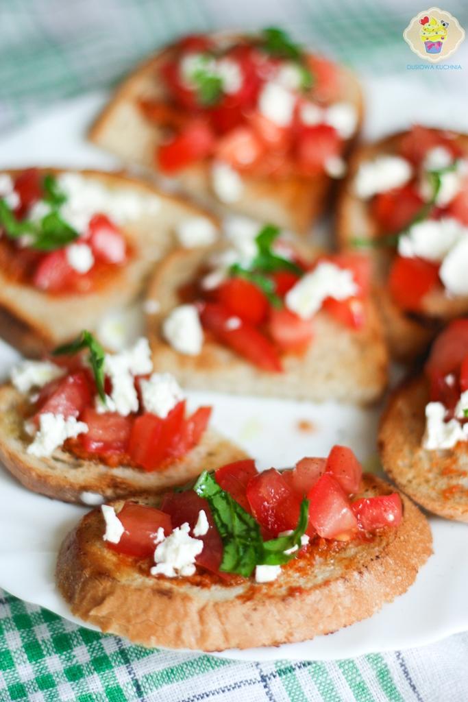 grzanki z pomidorami i fetą, grzanki z pomidorami, bruschetta z pomidorami, przepisy na grzanki