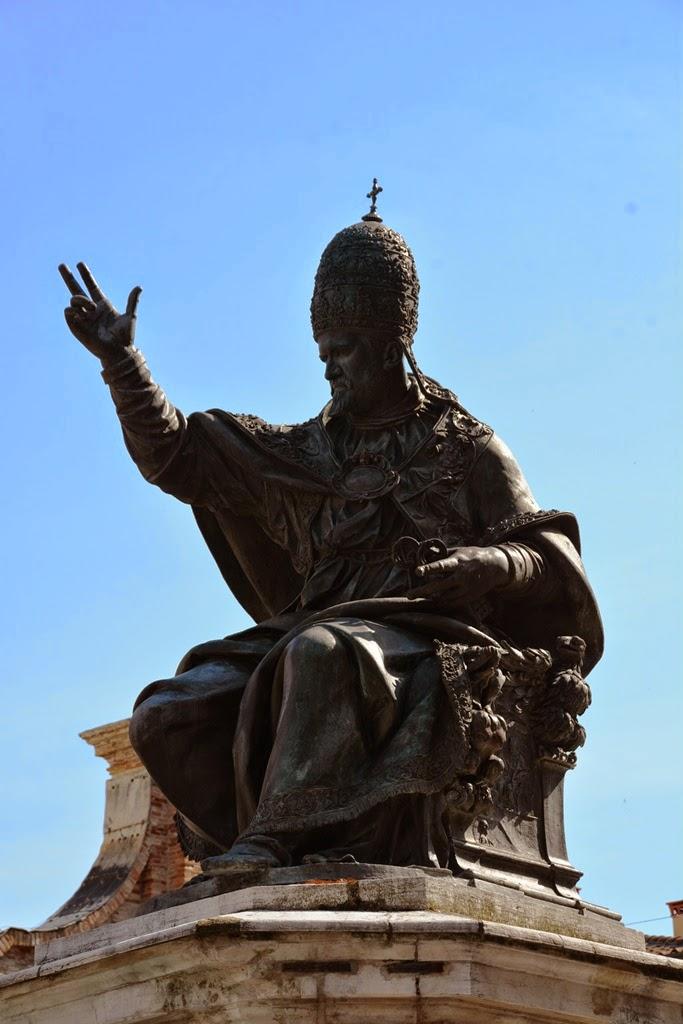 Piazza Cavour Rimini pope