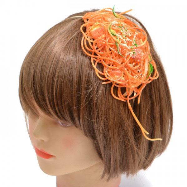 ¿Podrías vestir esto? Cinturones de tocino y collares de fideos hechos de muestras de alimentos japoneses