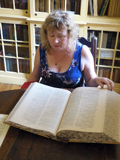 Rachel Knowles looking at the facsimile copy of Dr Johnson's dictionary © Andrew Knowles