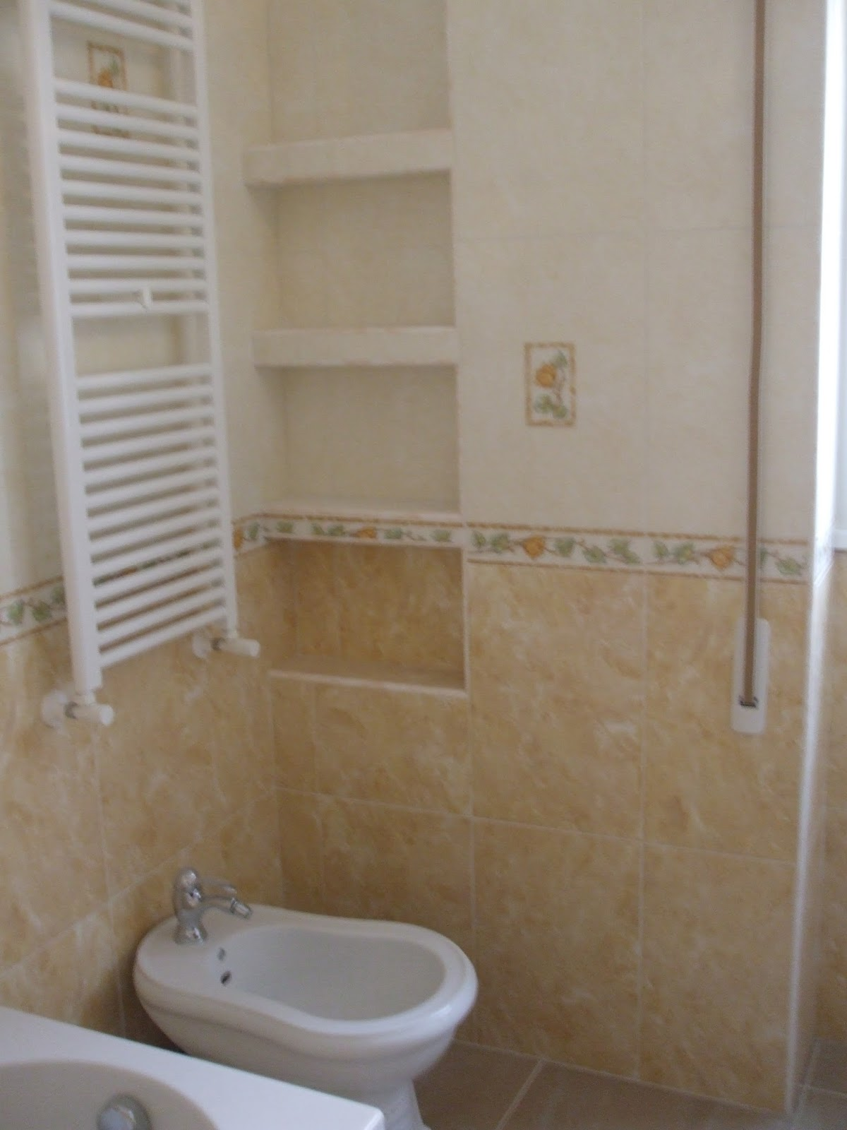 Arredamento bagno in muratura perfect bagno bagno for Arredo bagno muratura