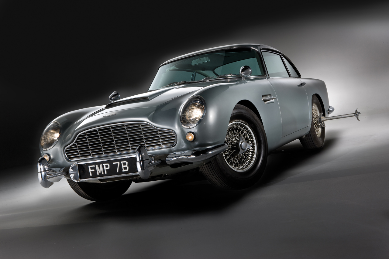 automotiveblogz aston martin db5 rejoining james bond franchise for skyfall. Black Bedroom Furniture Sets. Home Design Ideas