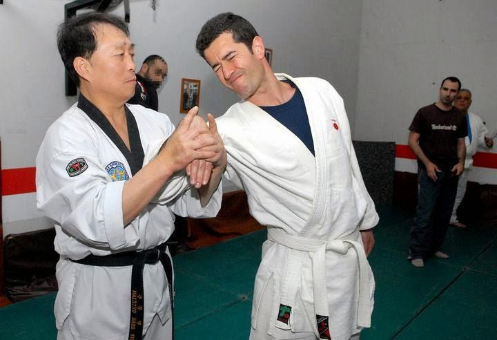 Gimnasio han kuk hapkido taekwondo reportaje radio for Gimnasio telde