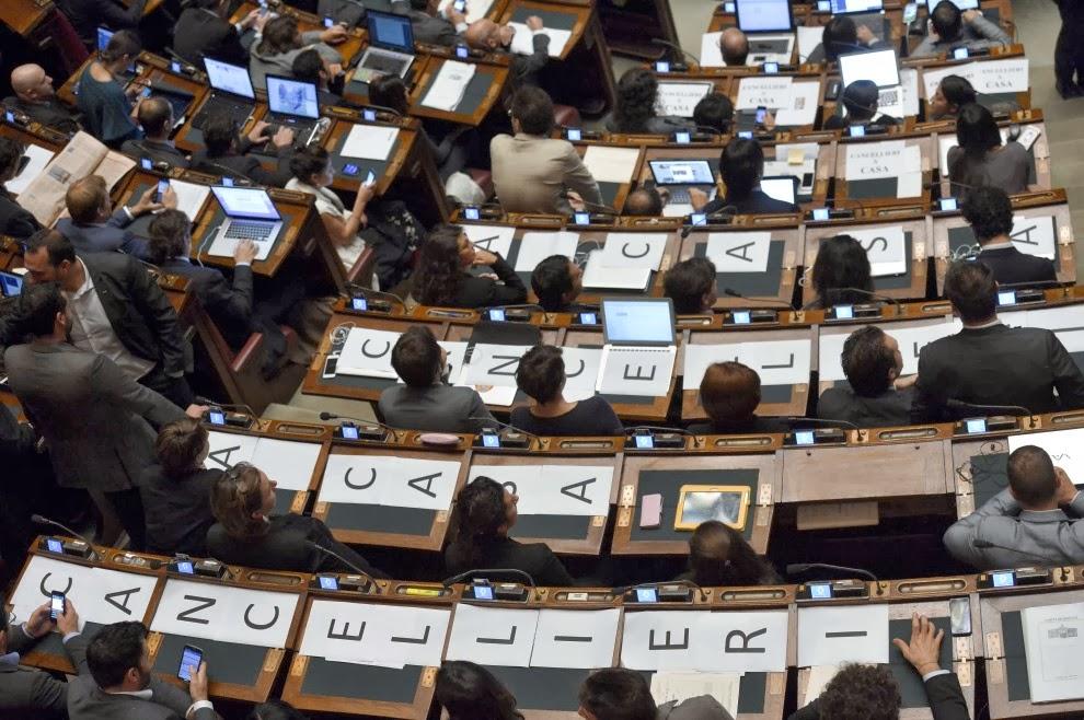 Federica dieni l 39 ipocrisia dei politici di professione for Senatori quanti sono