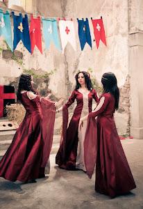 Espectáculo de hermosas doncellas Danzarinas