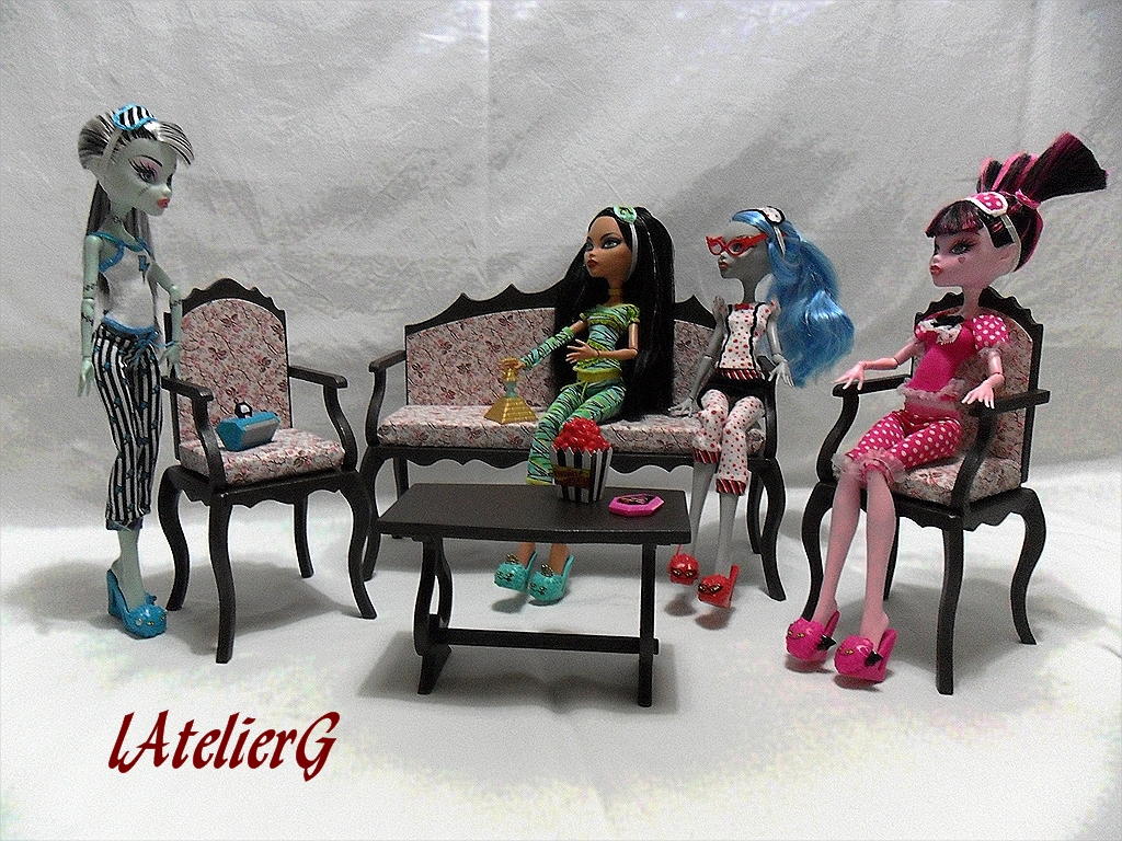 latelierg 14 sp cial monster high la table basse i. Black Bedroom Furniture Sets. Home Design Ideas