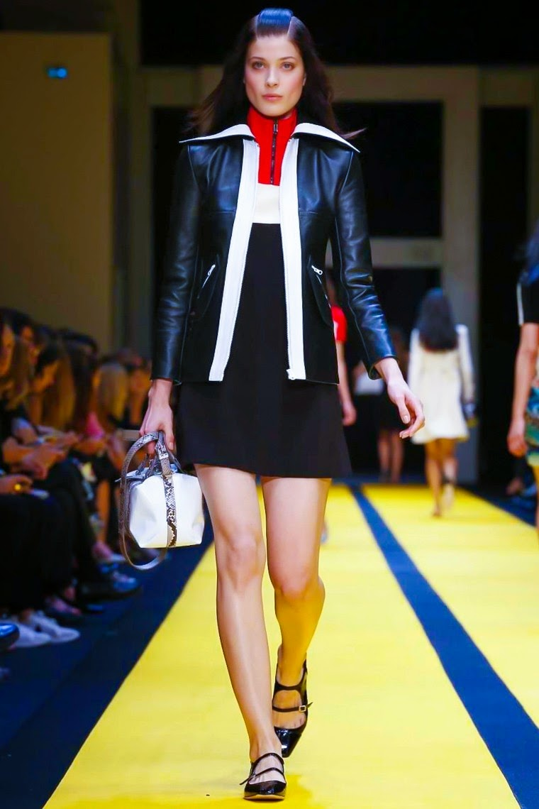 Carven spring summer 2015, Carven ss15, Carven, Carven ss15 pfw, Carven pfw, guillaume henry, pfw, pfw ss15, pfwss15, pfw2014, fashion week, paris fashion week, du dessin aux podiums, dudessinauxpodiums, vintage look, dress to impress, dress for less, boho, unique vintage, alloy clothing, venus clothing, la moda, spring trends, tendance, tendance de mode, blog de mode, fashion blog,  blog mode, mode paris, paris mode, fashion news, designer, fashion designer, moda in pelle, ross dress for less, fashion magazines, fashion blogs, mode a toi, revista de moda, vintage, vintage definition, vintage retro, top fashion, suits online, blog de moda, blog moda, ropa, asos dresses, blogs de moda, dresses, tunique femme,  vetements femmes, fashion tops, womens fashions, vetement tendance, fashion dresses, ladies clothes, robes de soiree, robe bustier, robe sexy, sexy dress