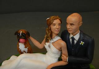statuetta sposini romantici cane boxer sposini eleganti personalizzati orme megiche