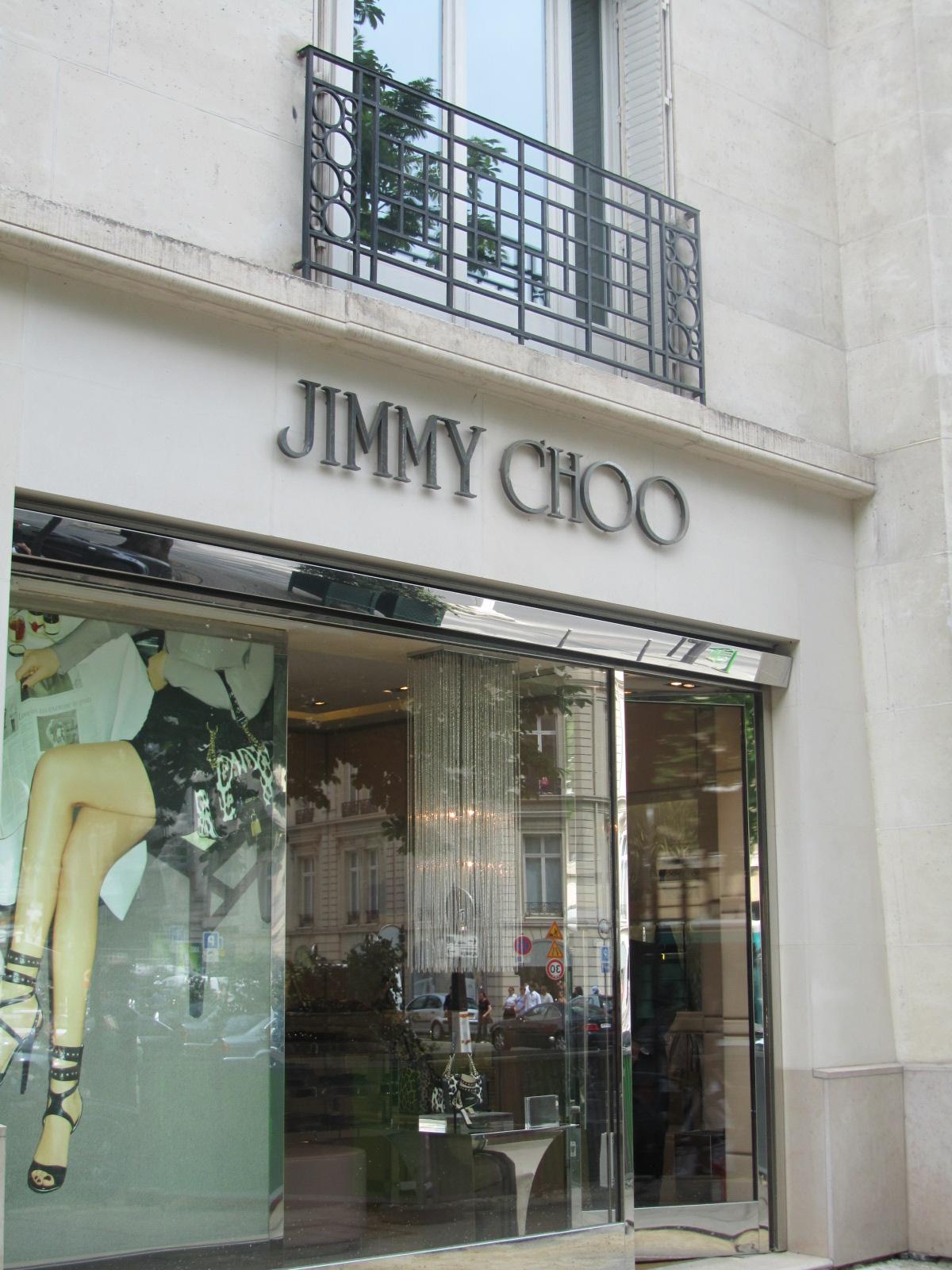 http://4.bp.blogspot.com/-Y073n81eI-0/TfPg3jE_w2I/AAAAAAAAAPM/W4c6edaAtes/s1600/Jimmy+Choo+Paris+Designer+shopping.jpg