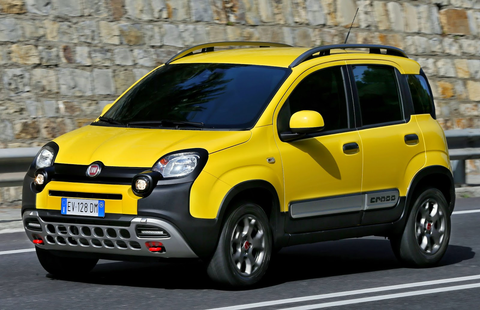 acwwg new fiat panda cross compact suv w videos. Black Bedroom Furniture Sets. Home Design Ideas