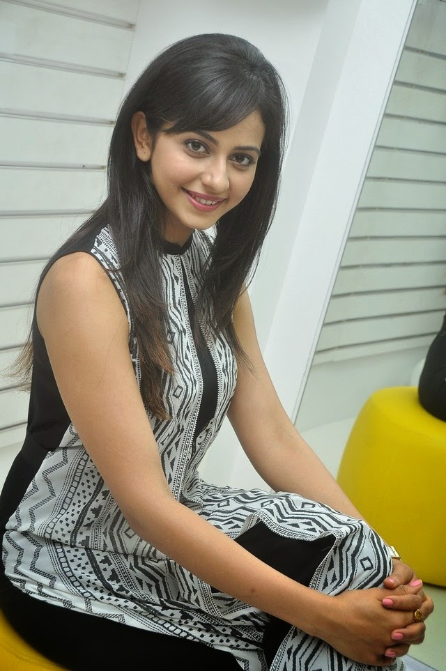 Rakul Preeth Singh Launches Divazea Store Photos