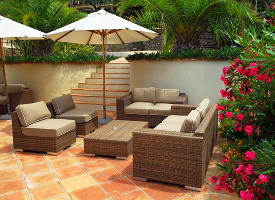 Are you looking for the perfect outdoor furniture but you are unsure where  to start? Do you need help deciding which style of furniture you want to go  with ... - The Reno Man: Latest Outdoor Deck Furniture Styles 2011