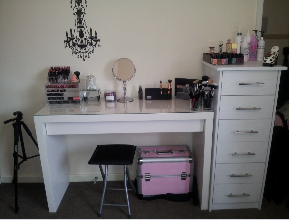 Dressing table organizer ikea for Beauty parlour dressing table images