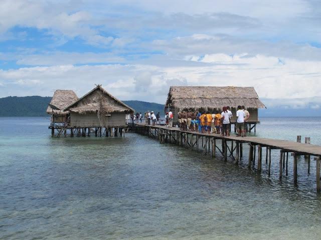 Homestay di Sawing Rai, ada di atas air. Keren!