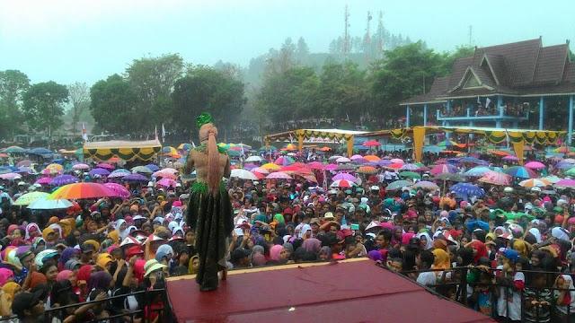 Ini Kata Iyet : Magis dibalik Lagu 'Laksamana Raja Dilaut', Turun Hujan, Niat Pengundang Tercapai