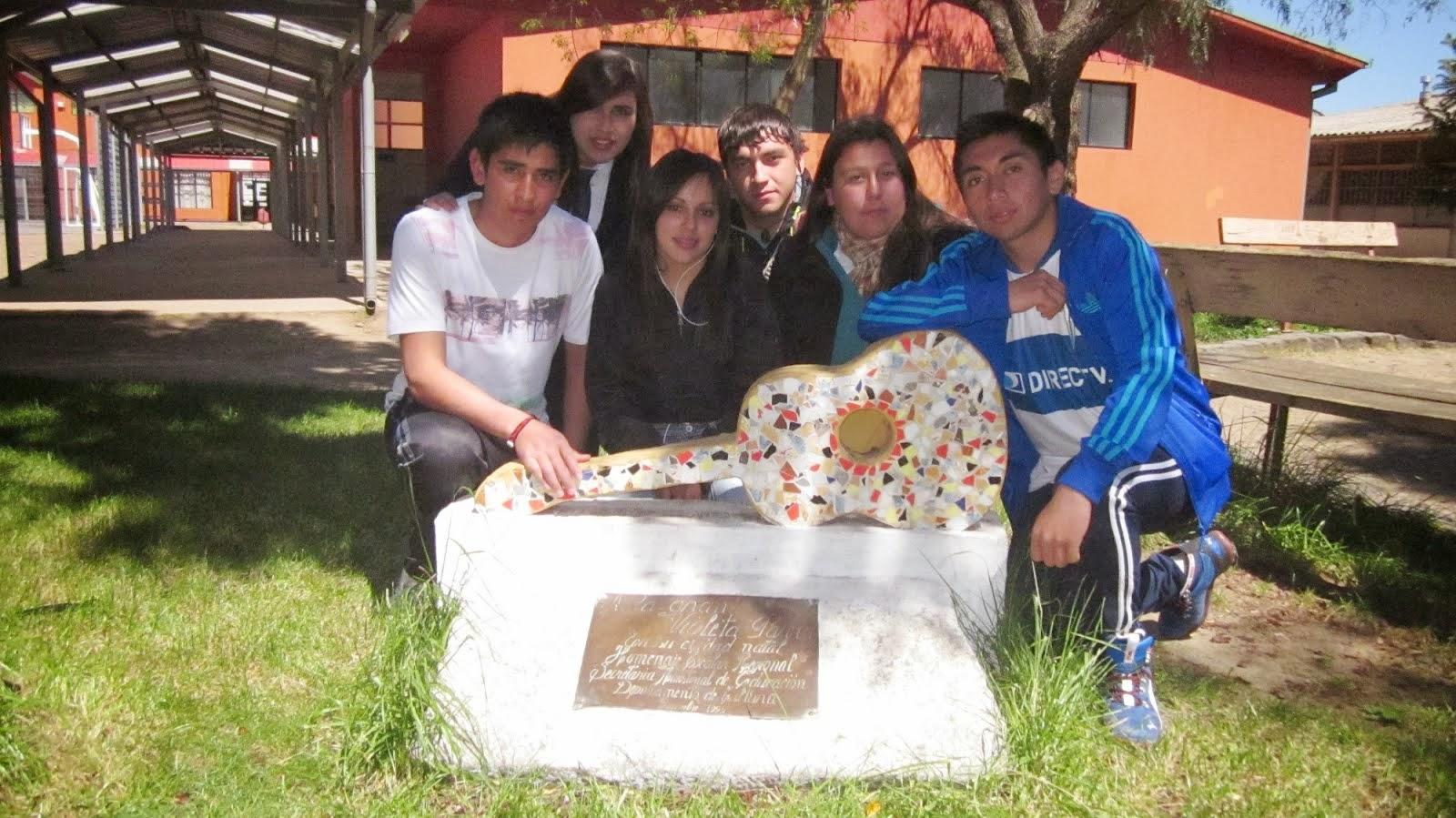 Homenaje a Violeta Parra en Liceo Politécnico
