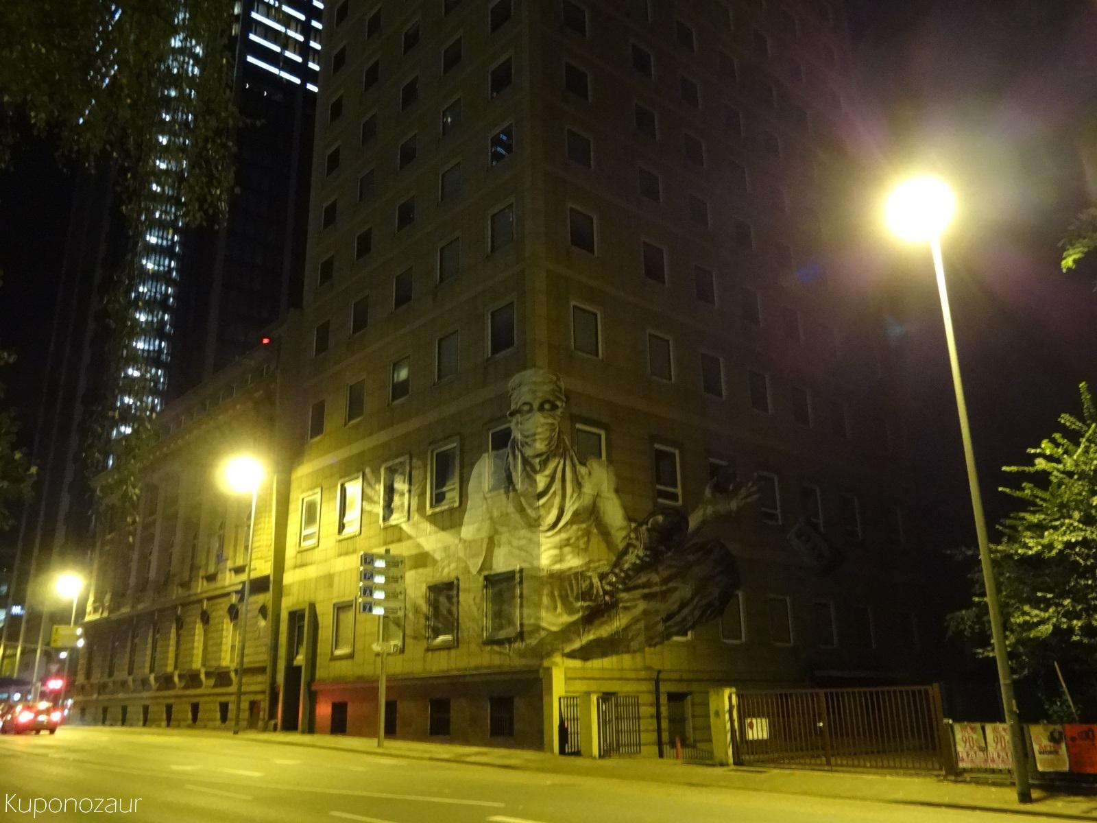 Frankfurt mroczny mural na budynku