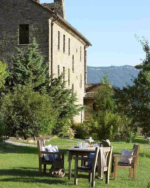 Piękny dom w Pirenejach zbudowany z kamienia