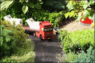 Volvo-lastbil med semitrailer