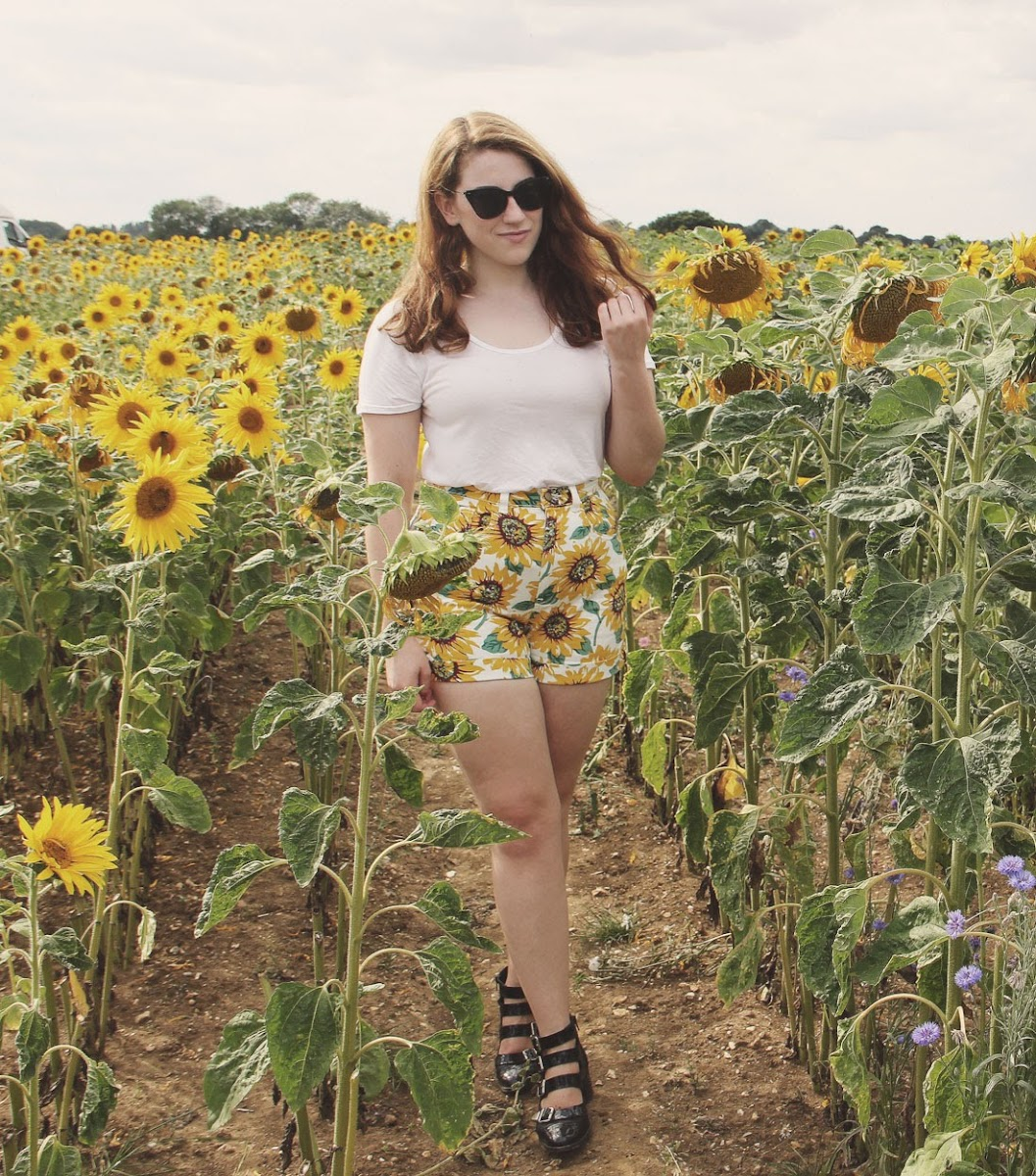 it's cohen - uk style blog: wiwt, american apparel sunflower shorts, festival fashion, summer outfit ideas