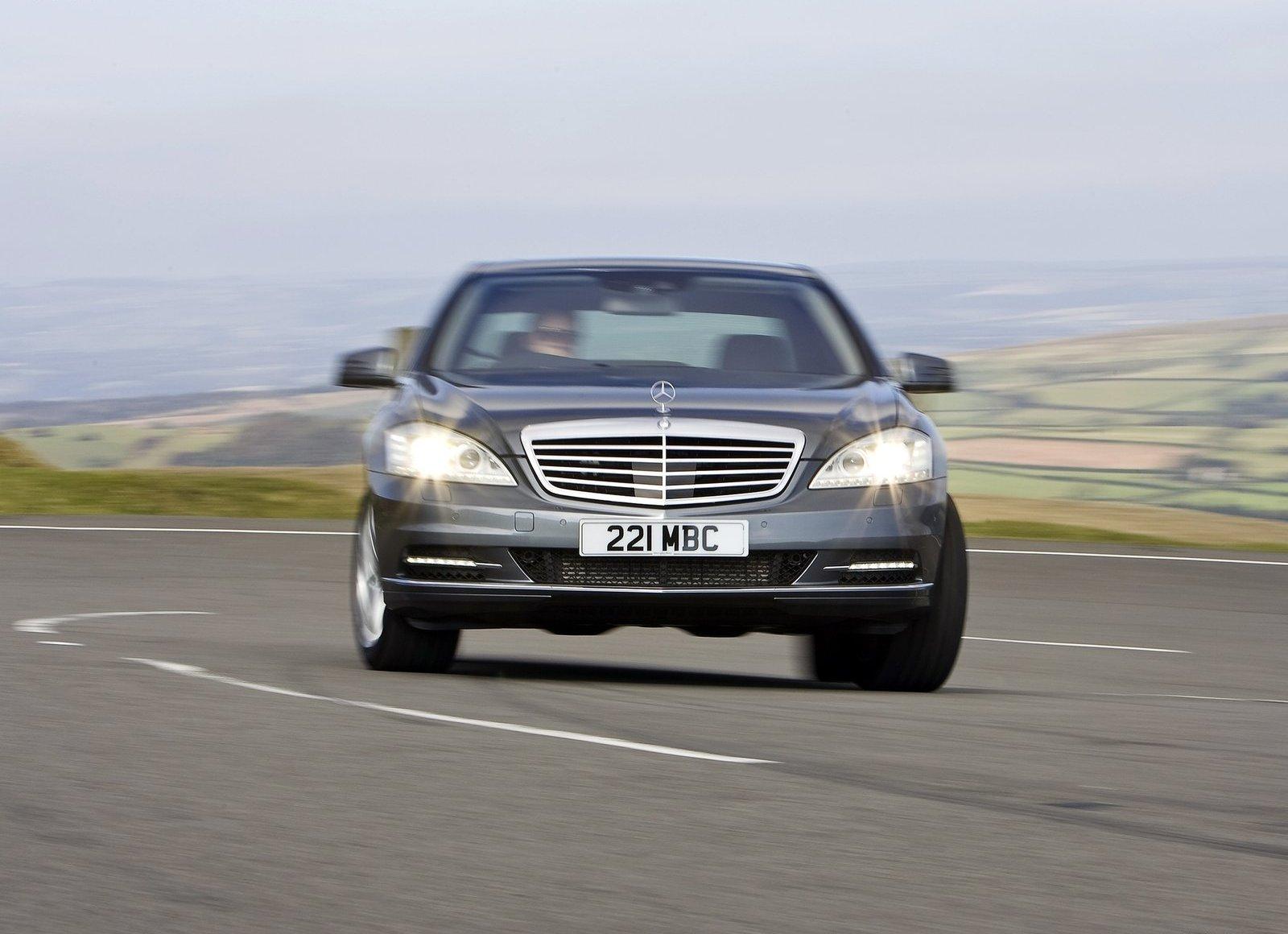 http://4.bp.blogspot.com/-Y2FG9SV_HVA/UUg7fPLn25I/AAAAAAAAALc/MJWG0tlMcWw/s1600/Mercedes-Benz-S-Class-1.jpg