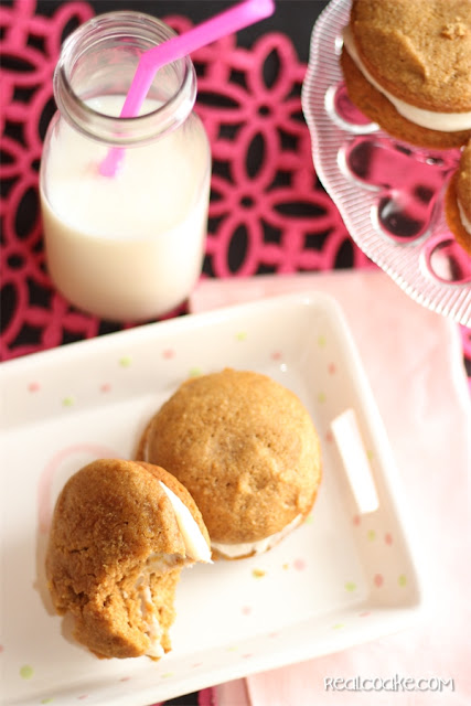 Recipe for delicious Pumpkin Spice Whoopie Pie from #RealCoake