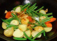 Chinese dish with green beans and carrot