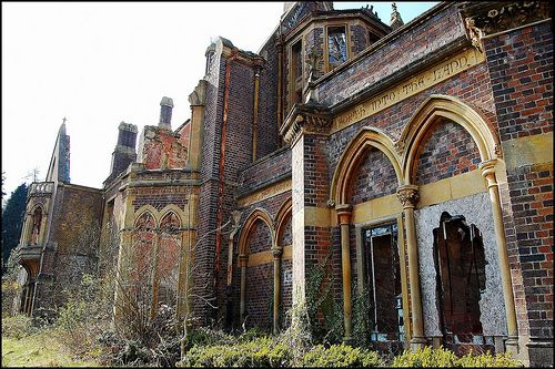 Abandoned Mansions in California http://shellhawksnest.blogspot.com/2012/04/vacant.html