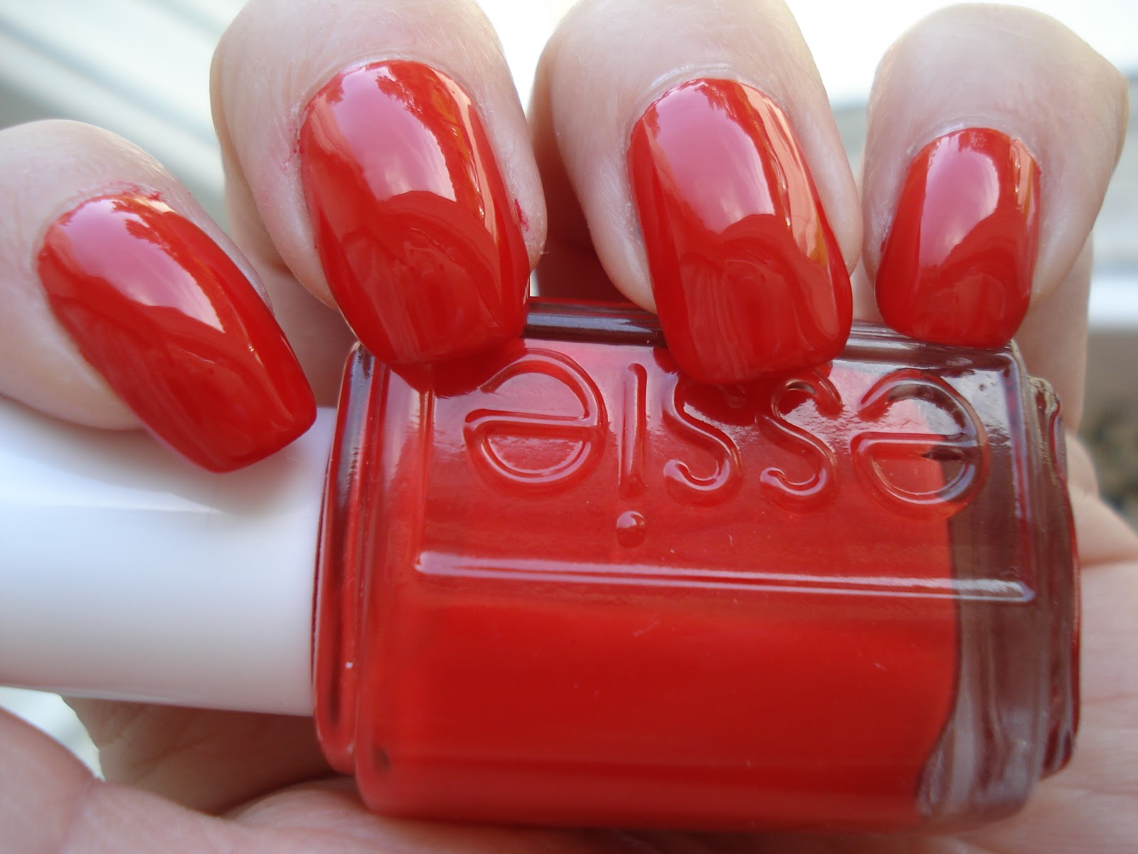 Little Miss Nailpolish: Essie Snap Happy - swatches and review