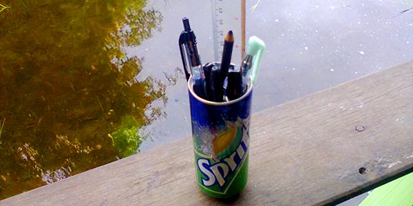 http://axbook.blogspot.com/2015/12/reuse-kaleng-minuman-jadi-tempat-pensil.html